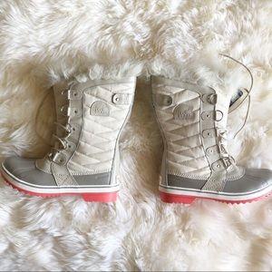 NWT Sorel fur lined Tofino boots rare color